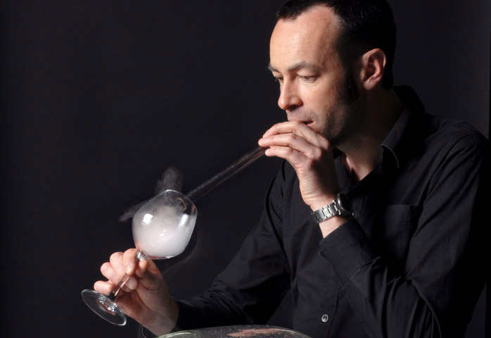 French laboratory apparatus for inhaling creates desserts